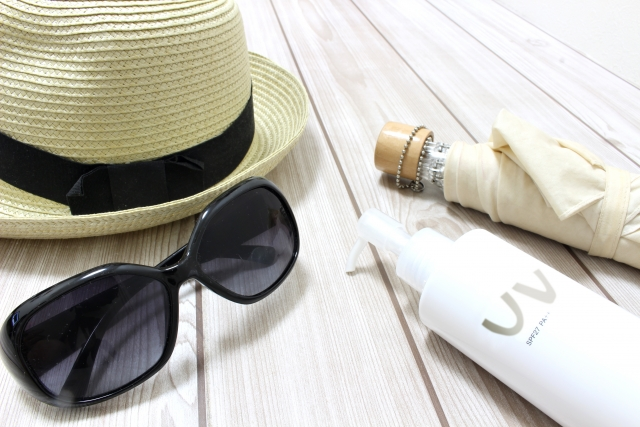 「sun glasses parasole hat」の画像検索結果